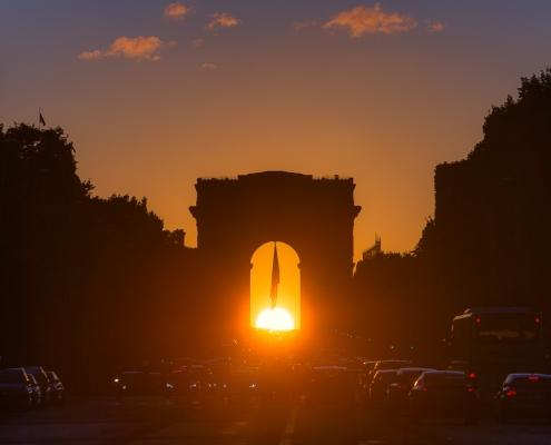 paris Henge (coucher de soleil pile poil au milieu de l'arc de triomphe sur les champs elysées