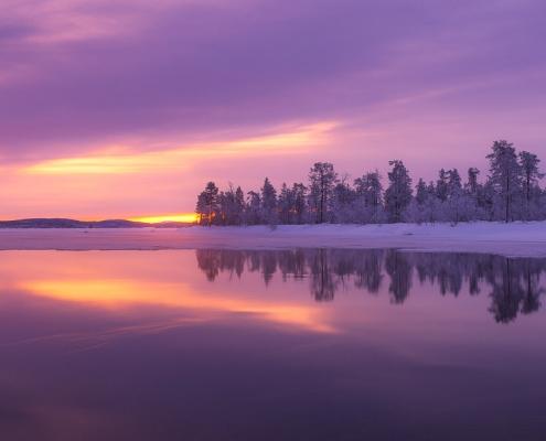 Lac et levé de soleil