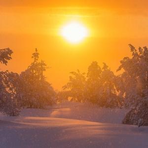 averse de neige sur levé de soleil