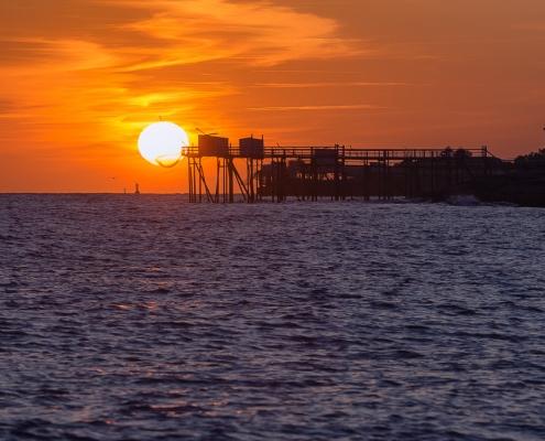 coucher de soleil dans un carrelet à saint palais sur mer