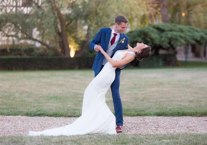 photo de couple avec une valse des mariés